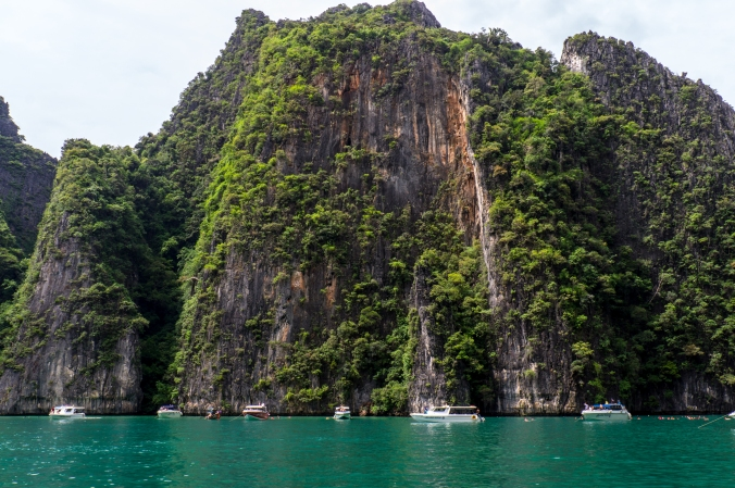 Stunning cliffs on a tour of the Phi Phi Islands