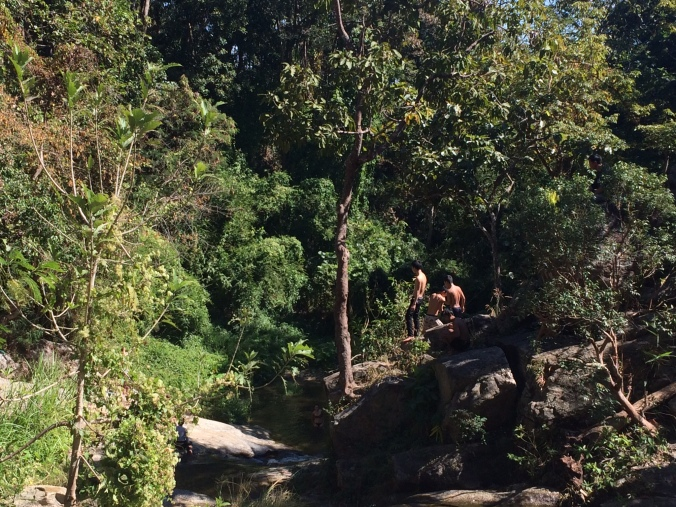 local-kids-jumping-huay-kaew-waterfall